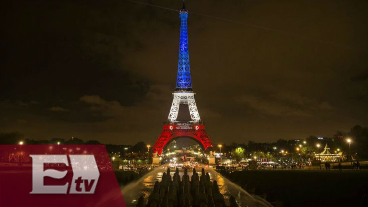 La torre eiffel se ilumina con los colores de francia for Cuando se construyo la torre eiffel