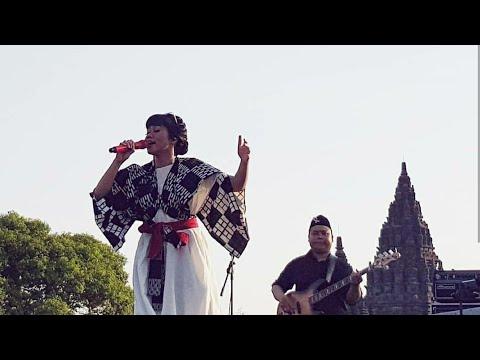BUKTIKAN - Yura Yunita at Prambanan Jazz 2017