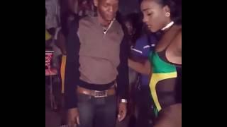 Ямайка  Шок!!! 2017   Настучала жопой  по голове