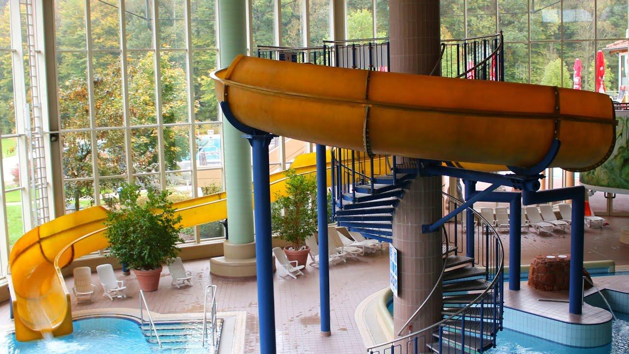 Gelbe riesenrutsche yellow indoor slide felsland for Piscine badeparadies