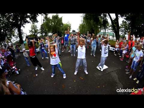 Видео: флешмоб Alexis DG Kalinkovichy на премьере шаг вперед 5