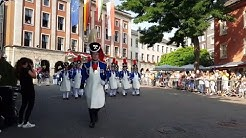 Neusser Schützenfest 2019 - Aufmarsch des Schützenregiments auf dem Markt am 25. August 2019