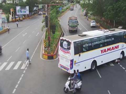 Vizag City Police - Gurudwar Junction Road Crossing Accident