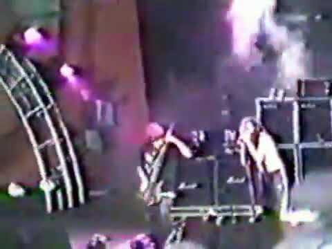 "Korn - Divine - Tinley Park, IL - USA : ""World Music Center"" - May 26th 1996"