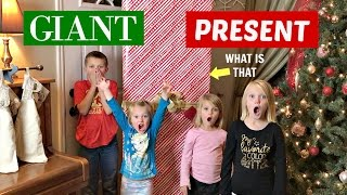 CHRISTMAS COMES EARLY! | GIANT PRESENT🎁