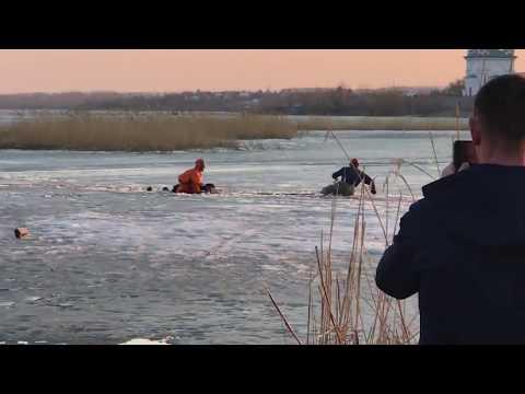 Прямо на глазах утонул рыбак на оз. Смолино Челябинск 12 04 2017
