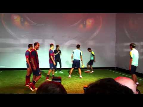 เนย์มาร์ ควง 2 แข้งบาร์ซ่า เดอะบอลโชว์ร่วมกับเยาวชนจากอัสสัมชัญ ธนบุรี ที่ลานสยามพารากอน