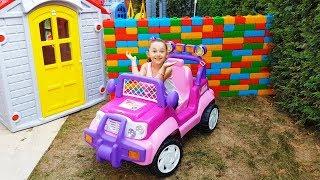Öykü'nün Prenses Arbası ve renkli duvarı - Öykü and Dad Play with colored cubes - Funny Oyuncak Avı