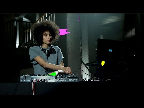 Sarah Farina performs with TRAKTOR KONTROL F1 and Stems