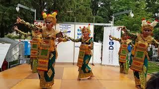 Balinese dance Legong Keraton performed by Shivanata Tanzgruppe in Vienna