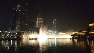 Fountain in Dubai Mall & Burj Khalifa dancing with Michael Jackson Thriller tune