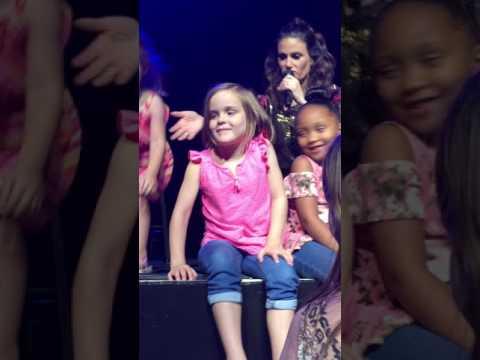 Let It Go: Idina Menzel concert 7/30/17 - More kids sing after Luke