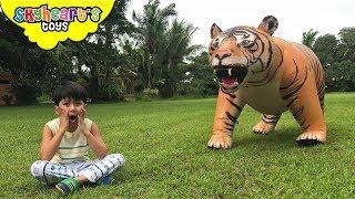 GIANT MUTANT TIGER vs. Skyheart | Giant sabertooth animal enters house kids action toys