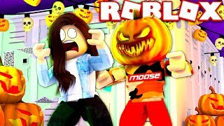 *SCARY* HALLOWEEN COSTUME PRANK IN ROBLOX HIGHSCHOOL!