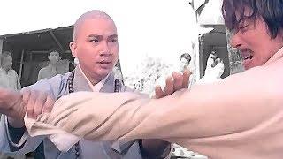 Монах шаолиня побил хулиганов   A Shaolin monk beat the bullies