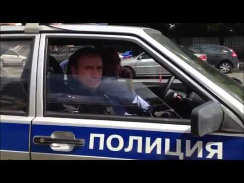 Police obey citizen in Russia