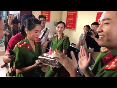 Hứa Vĩ Văn mừng sinh nhật người yêu của Johnny Trí Nguyễn Nhung Kate trên phim trường Hồ sơ lửa