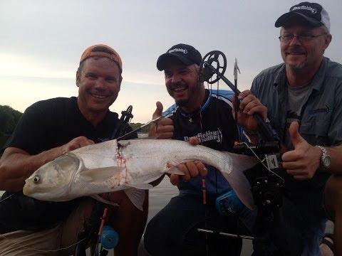 Episode 2-9: Bowfishing Bonanza