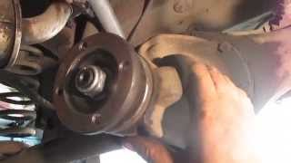 видео Замена крестовины на ВАЗ 2106: поэтапная установка