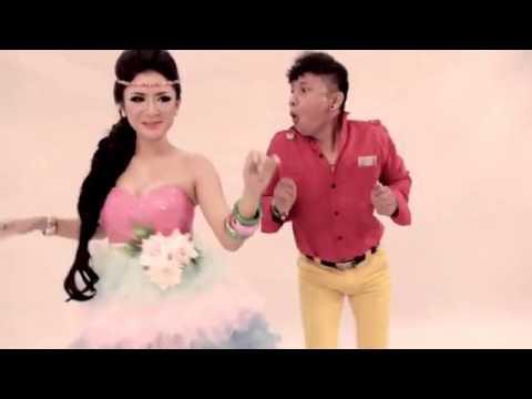 VIDEO KLIP DANGDUT HOT   JULIA PEREZ   AKU BUKAN BANG TOYIB