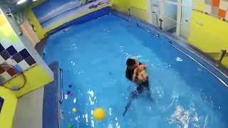 Обучение плаванию в бассейне