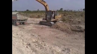 Excavator CAT | Dump Truck Nissan UD | Digging Canal