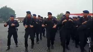 Merinding! Suasana Kekompakan Korps Brimob saat meneriakkan Yel-yel!