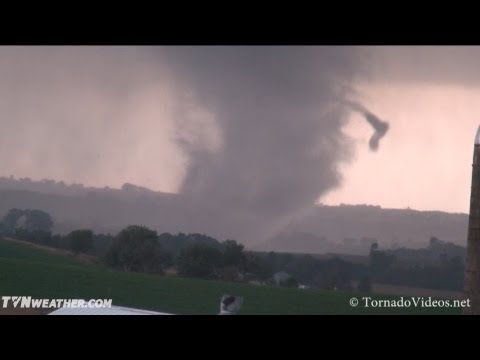 Incredible Iowa tornado video! Woodbury County, October 4, 2013!