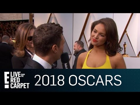 "Eiza Gonzalez on Steve Carell: ""He Wants Everyone Else to Shine"" 