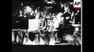 Vive La Reine - 1957