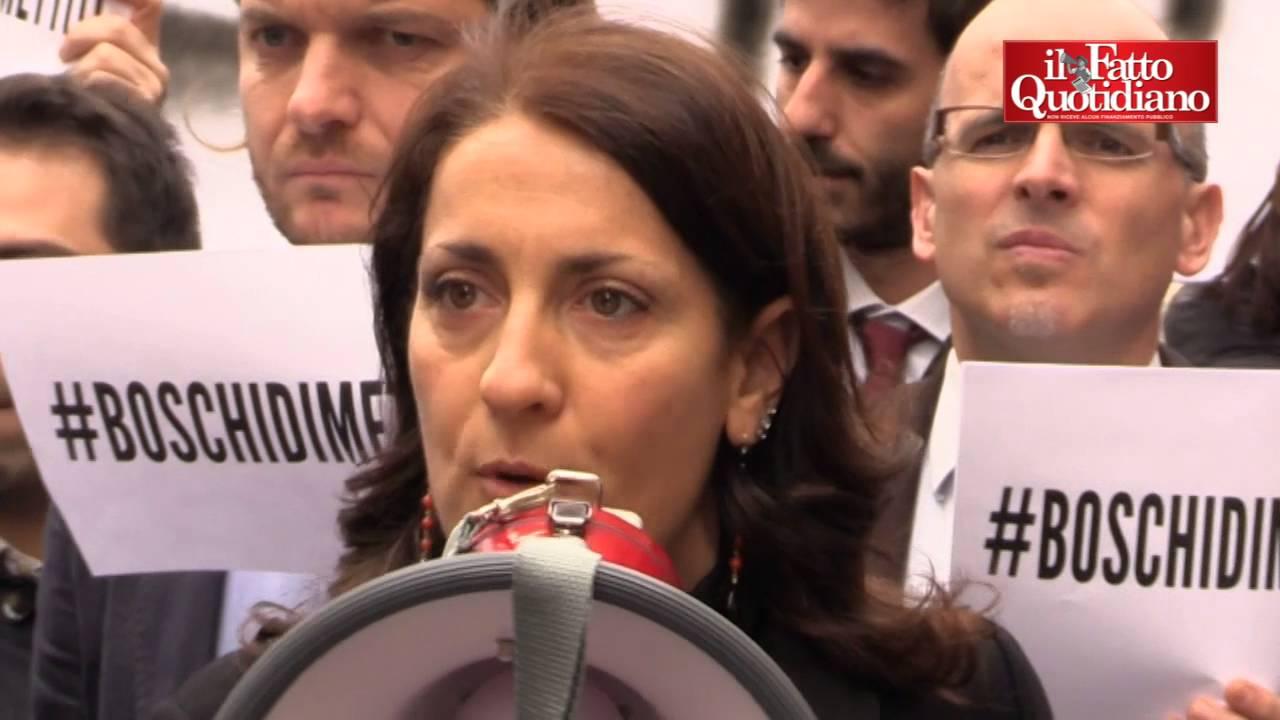 """Decreto banche, proteste M5S: """"Ladri di risparmi, Boschi si dimetta"""""""