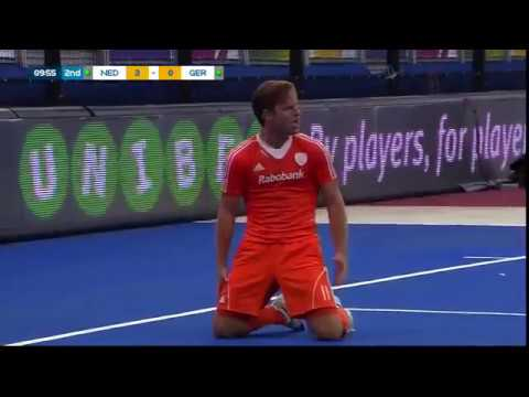 Jeroen Hertzberger scores an amazing goal on his reverse!