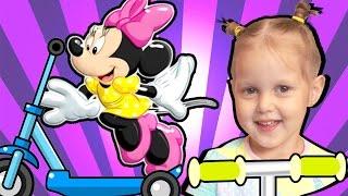 ВЛОГ Минни Маус Minnie Mouse Катаемся на самокате Открываем заводные игрушки и pocket box