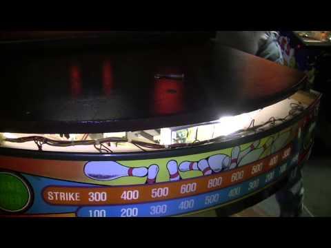 #140 Williams United BIG STRIKE Shuffle Bowling Alley- a loo
