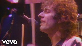 REO Speedwagon's official music video for 'Take It On The Run'. Cli...