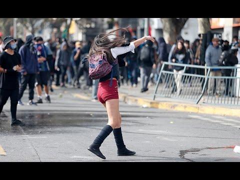 Marcha estudiantil terminó con incidentes en Santiago - LA MAÑANA