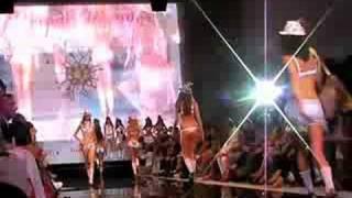 Dessous Catwalk mit Franziska Knuppe - Wiesn Wunder