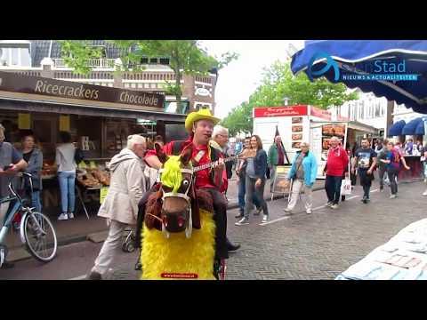 Muziek en sfeer op de markt in Assen