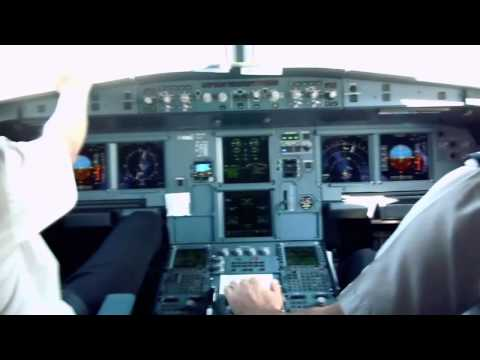 Cockpit Airbus A320-214 - Landing ORY