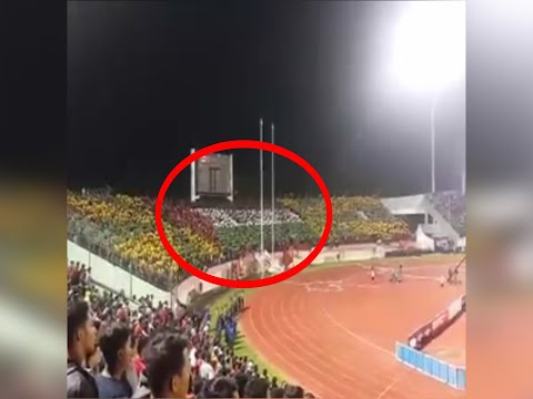 AMAZING ! Choreography flag of Palestine on Indonesia-Malaysia match in the  MANAHAN Stadium Solo
