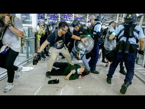 Watch Again: Hong Kong protesters violently clash with riot police