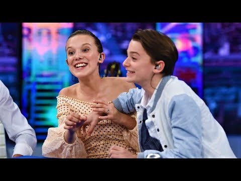 Bb 8 Cute Wallpaper Millie Bobby Brown And Noah Schnapp Funny Moments Youtube