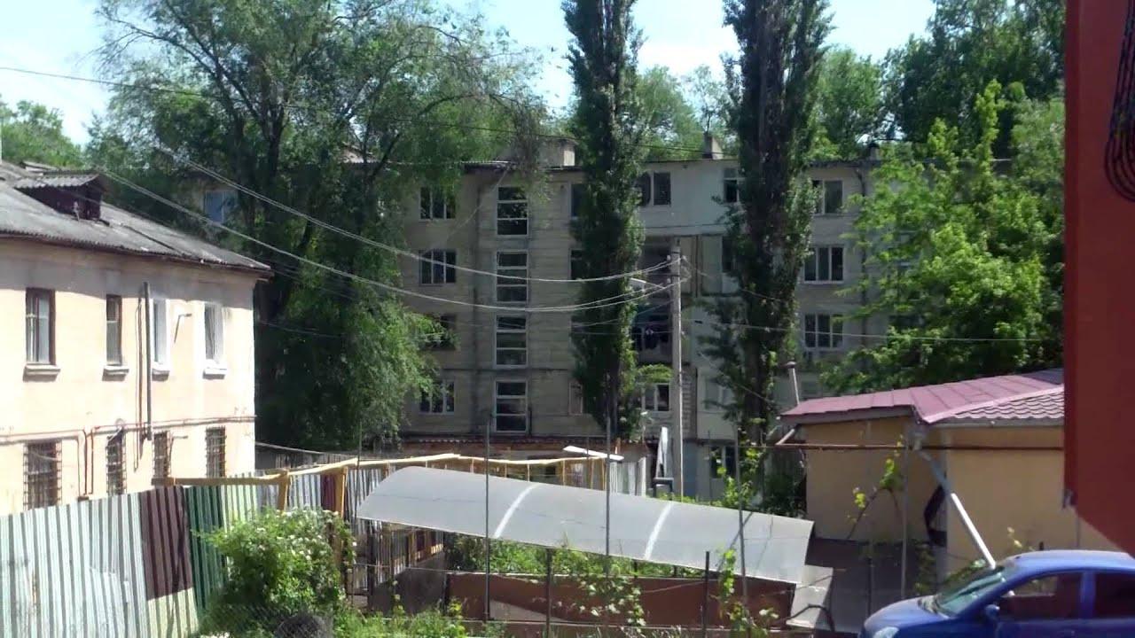 Se înalță un bloc-sarcofag peste o casă de la Rîșcani