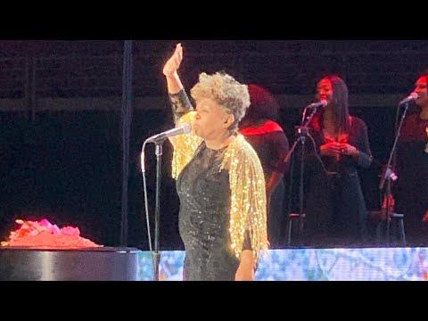 Anita Baker's Farewell Tour- Sweet Love