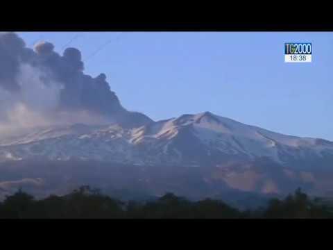 #Etna: esplosione a 2700 metri e 10 feriti. L'eruzione continua
