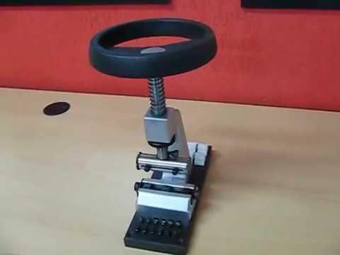 54088b4068a Chave p  abrir relógio (volante) - Bergeon - YouTube