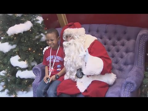 Watch Signing Santa Spend Quality Time With Hearing-Impaired Children