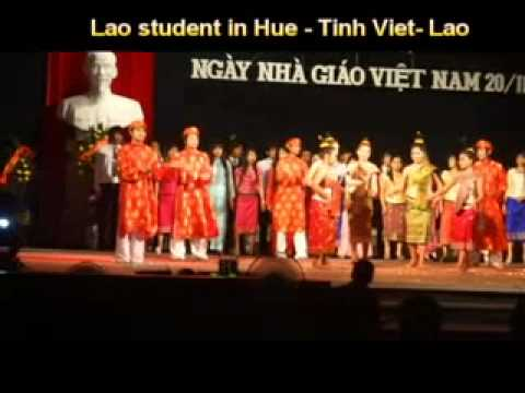 "Lao students in Hue- Top hat mua "" Tinh Viet- Lao"""