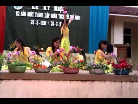 Tiết mục múa đạt giải nhất của lớp 11C3.