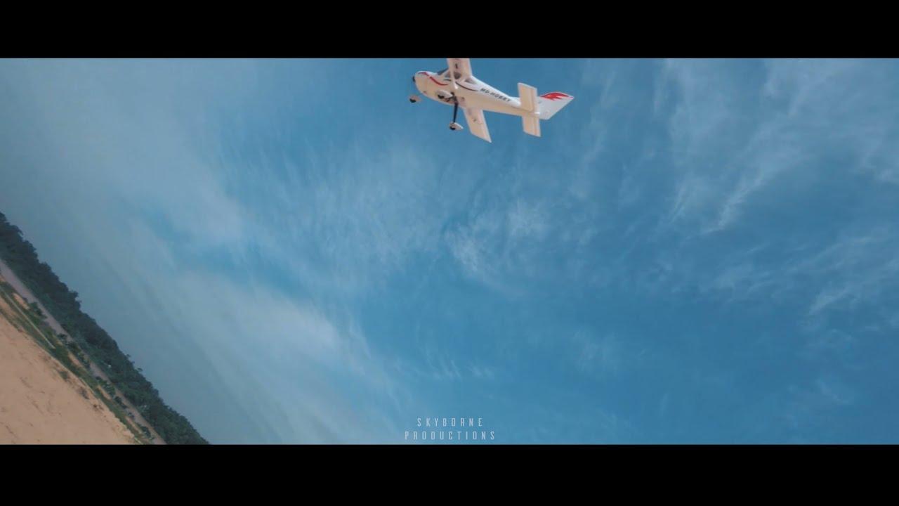 FPV Drone Kejar Kapal Terbang & CRASH! — Mid Air Collision фото